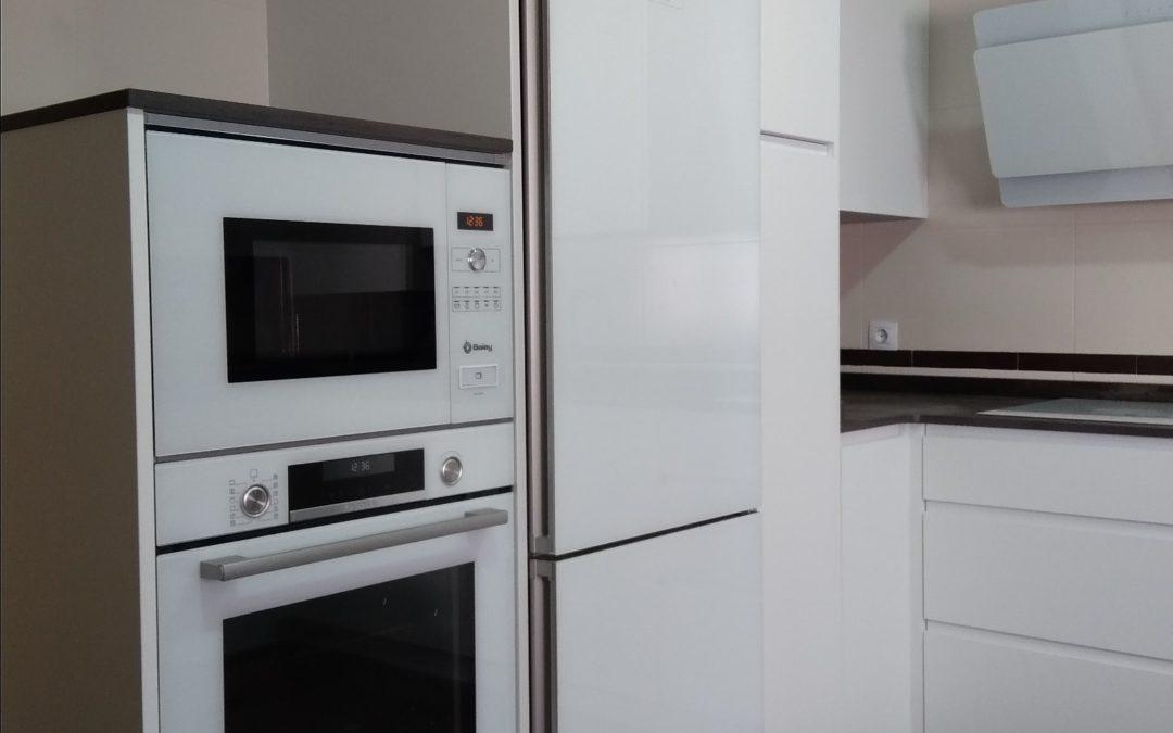 Tipos de electrodomésticos para una cocina.