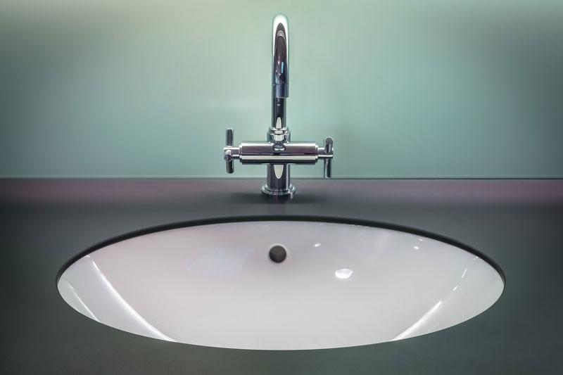 Decora tu baño con una encimera de baño