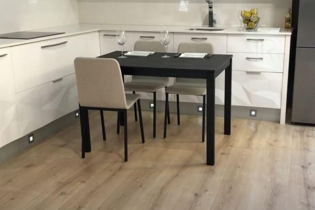 Mesa de cocina cuadrada